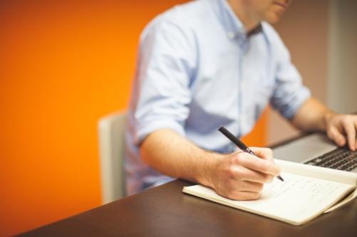 Psykolog erbjuder terapi online