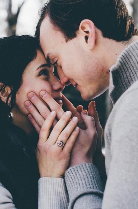 Få kärleken att hålla genom att lära dig de fem kärleksspråken