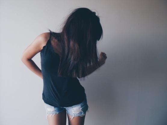 Kvinna behandlas av psykolog online för PMS